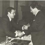 1975-76 Insignia de oro a Jesús Miguel Madariaga